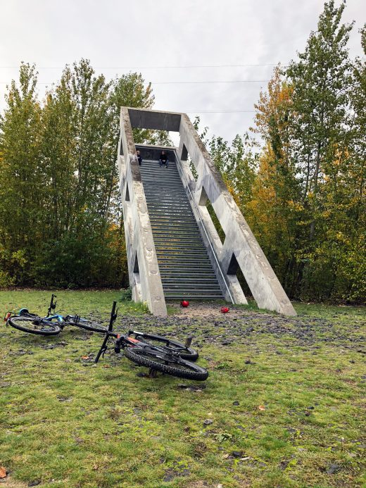 Das Foto zeigt die Treppenskulptur auf dem Gelände der Kokerei Zollverein in Essen