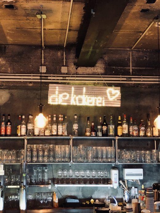 Das Foto zeigt die Bar des Kokerei Cafés