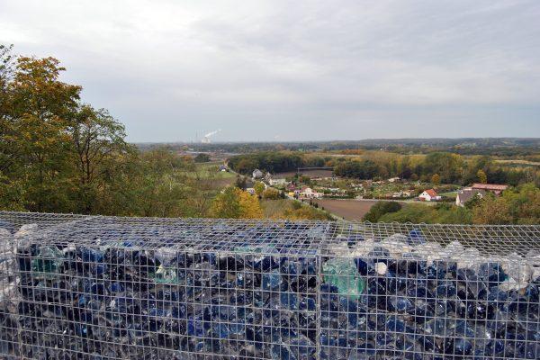 Das Foto zeigt eine Aussichtsplattform auf der Halde Großes Holz in Bergkamen