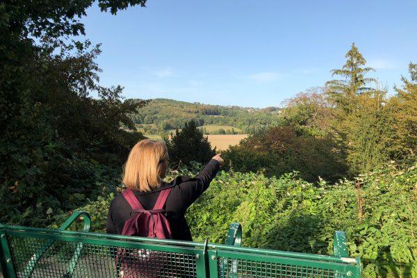 Das Foto zeigt Katalina bei der Wanderung in Hattingen
