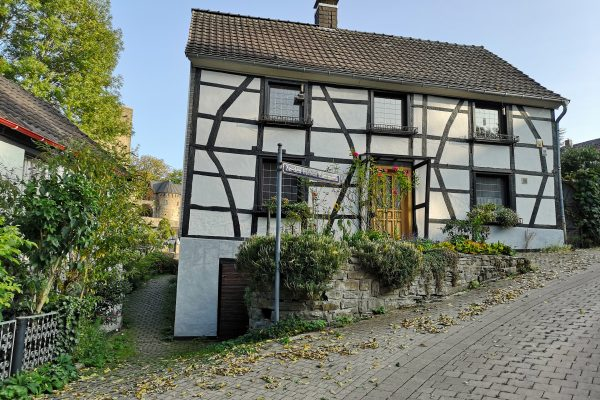 Das Foto zeigt ein Fachwerkhaus in Blankenstein in Hattingen