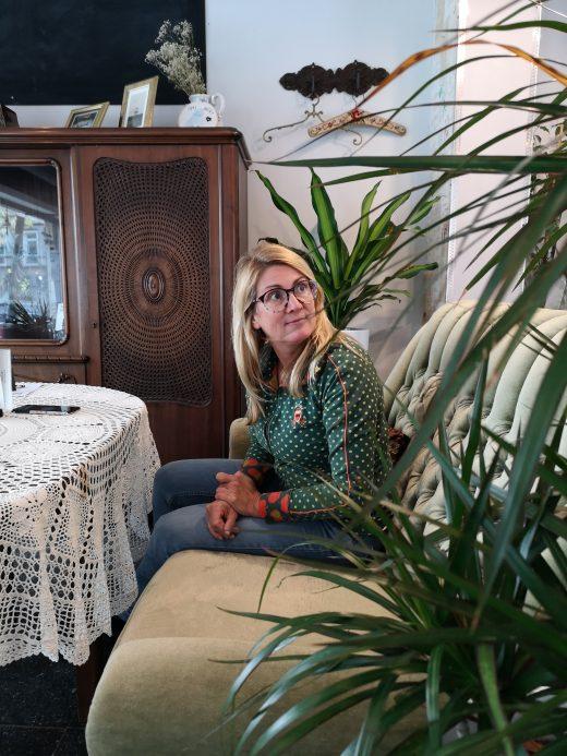 Das Foto zeigt Heike im Café Omi backt in Bochum