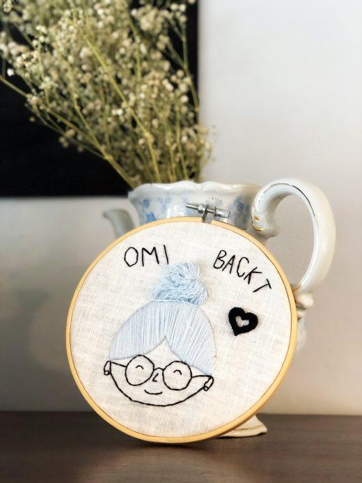 Das Foto zeigt eine Vase im Café Omi backt in Bochum
