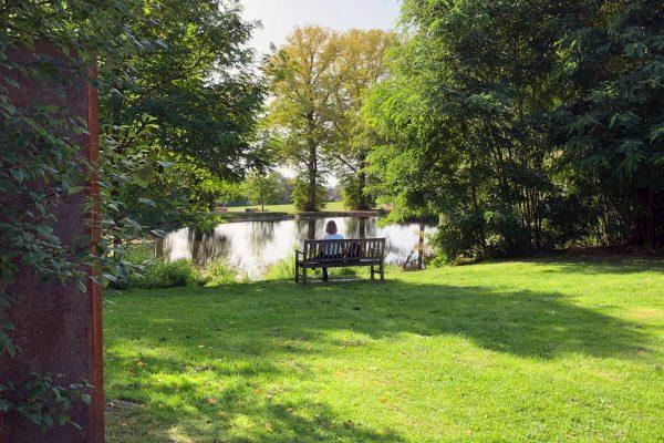 Das Foto zeigt Katalina im Schlosspark Weitmar in Bochum