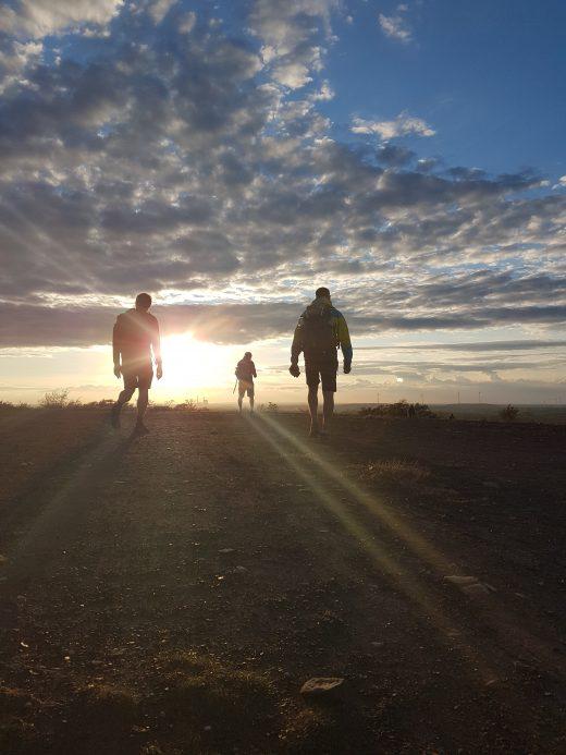 Das Bild zeigt die Halde Haniel im Sonnenuntergang