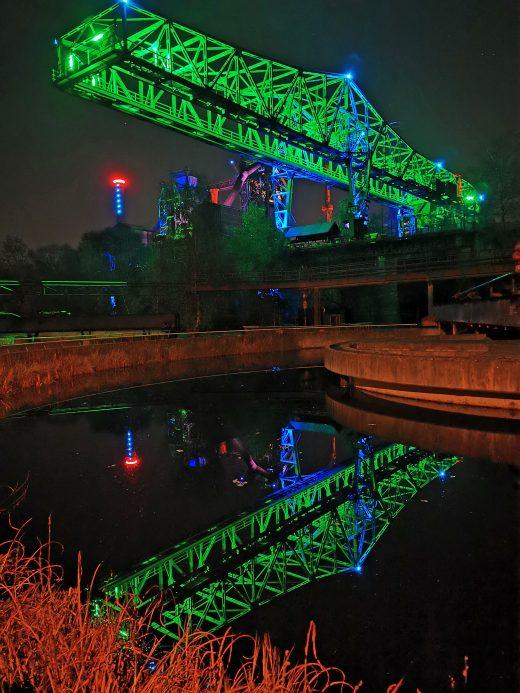 Das Fotoo zeigt Lichtkunst im Landschaftspark Duisburg-Nord