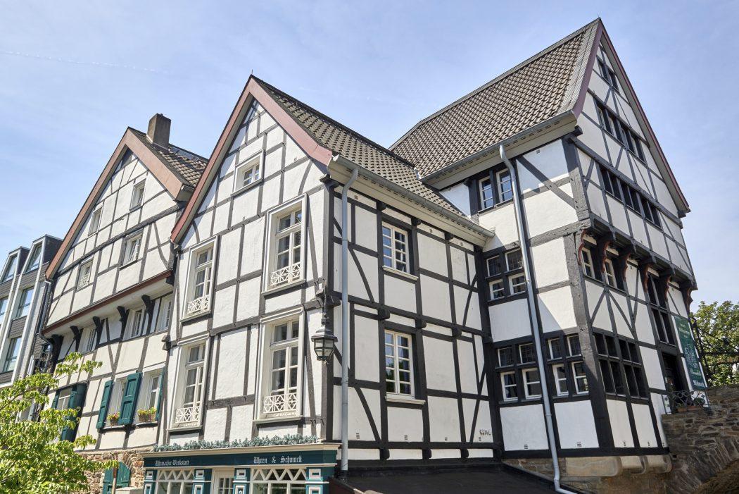 Das Foto zeigt Fachwerkhäuser in der historischen Altstadt von Mülheim an der Ruhr