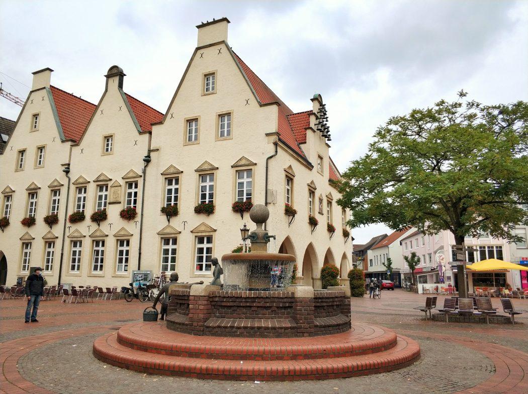 Das Foto zeigt das alte Rathaus in der historischen Altstadt von Haltern am See