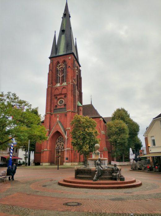 Das Foto zeigt die St.-Sixtus-Kirche in der historischen Altstadt von Haltern am See
