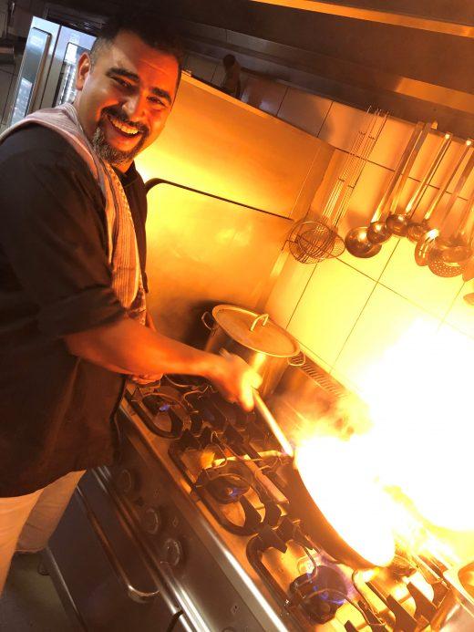 Das Foto zeigt Küchenchef Semi des Restaurants Fachwerk Hattingen in der historischen Altstadt von Hattingen