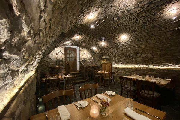 Das Foto zeigt den Gewölbekeller des Restaurants Mausefalle in der historischen Altstadt von Mülheim an der Ruhr
