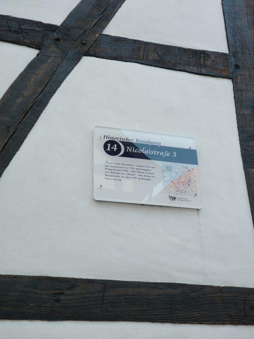 Das Foto zeigt ein Schild in der historischen Altstadt von Werne
