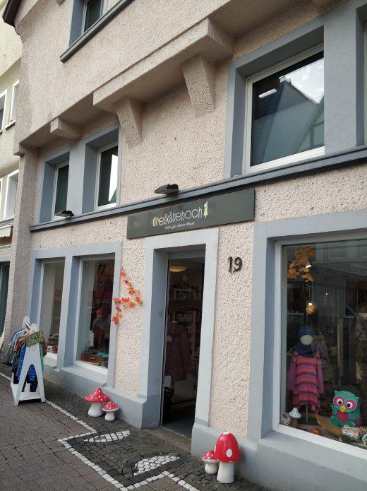 Das Foto zeigt den Laden Dreikäsehoch in der Altstadt von Unna