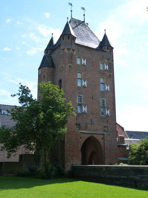 Das Foto zeigt das imposante Stadttor in der Altstadt von Xanten