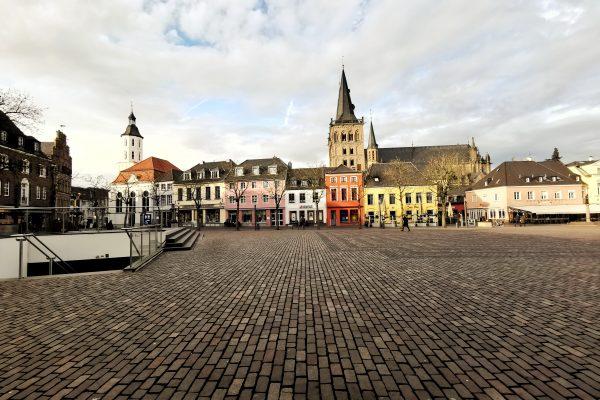 Das Foto zeigt den Marktplatz in der Altstadt von Xanten