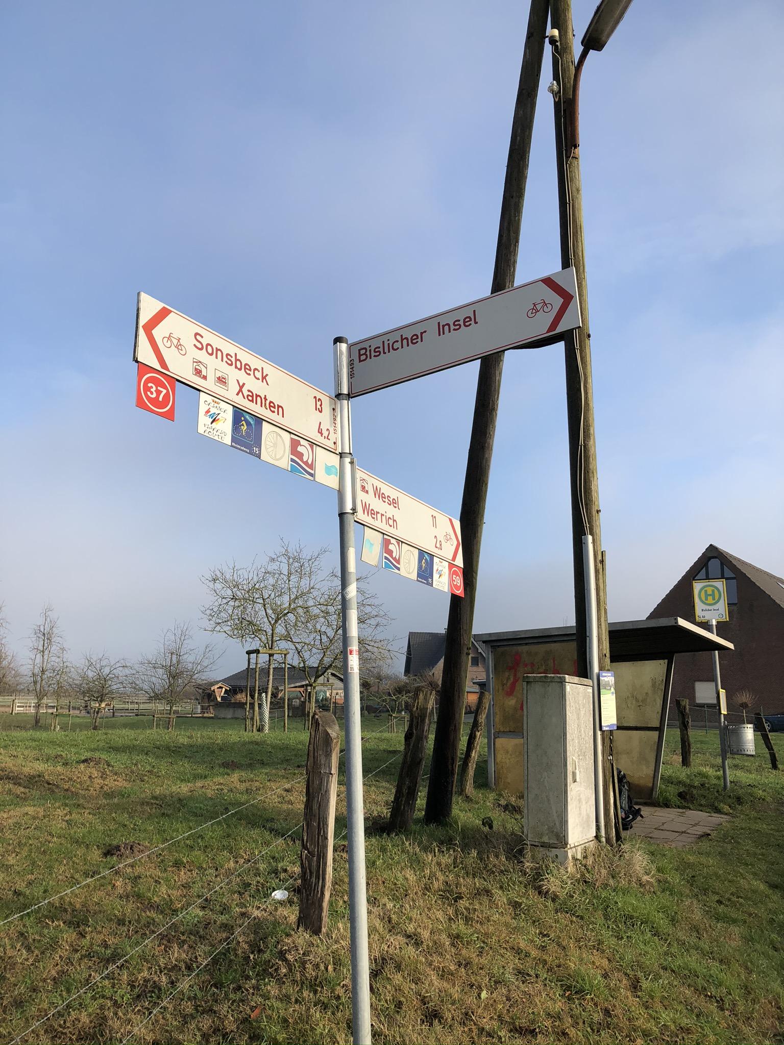 Wegweiser auf der Bislicher Insel in Xanten im Ruhrgebiet