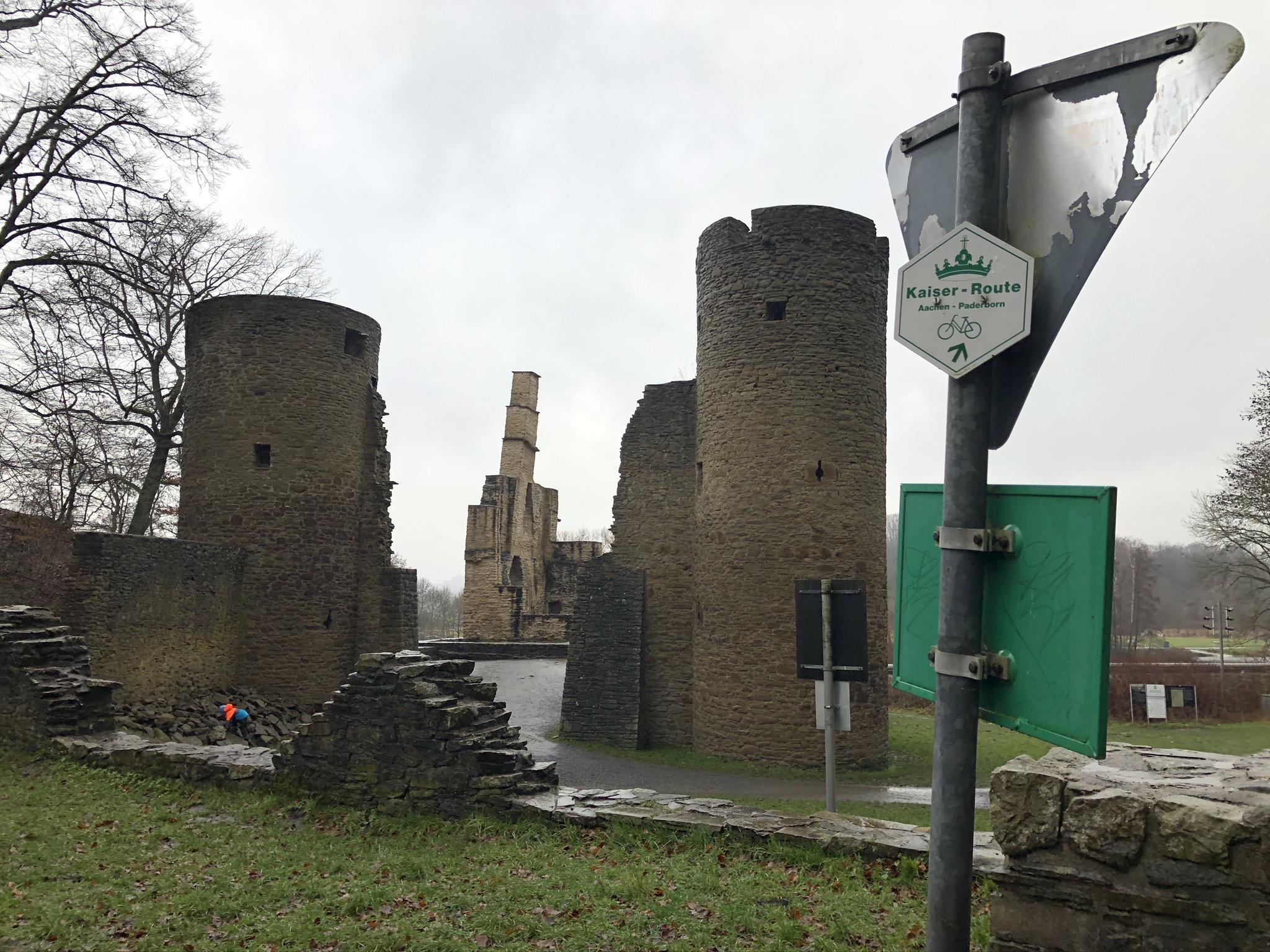 Blick auf die Burgruine Hardenstein in Witten im Ruhrgebiet