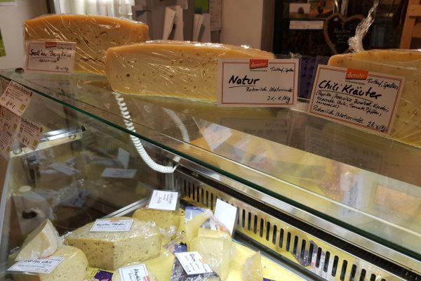 Das Foto zeigt den selbstgemachten Käse des Tinthofs in Voerde