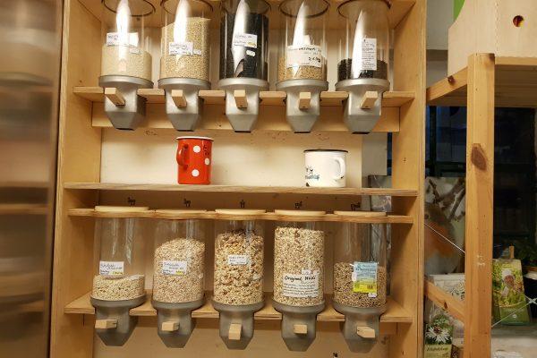 Das Foto zeigt das Unverpackt-Angebot des Tinthofs in Voerde