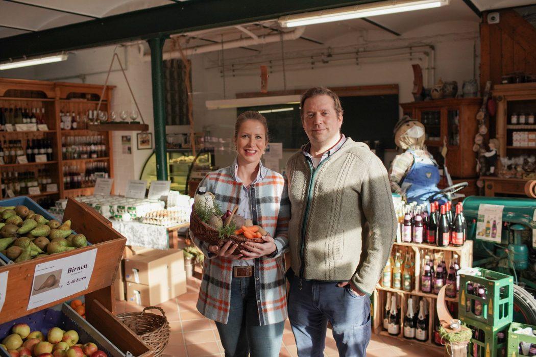 Das Foto zeigt Petra Wessels und Hendrik Fechner im Schwafheimer Hofladen