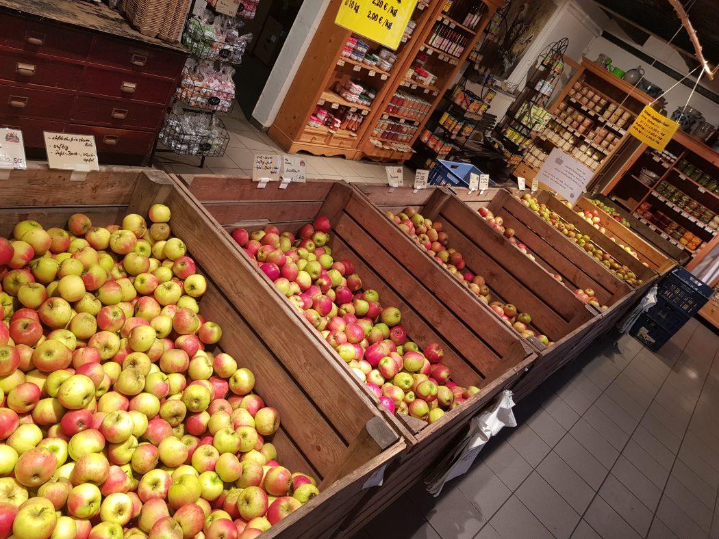 Das Foto zeigt die Apfelauswahl des Hof Umbergs in Bottrop-Kirchhellen