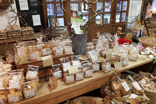 Das Foto zeigt Plätzchen und Kekse im Hofladen des Hof Umbergs in Bottrop-Kirchhellen