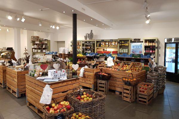 Das Foto zeigt den Hofladen des Dümptener Bauernhofs in Mülheim an der Ruhr