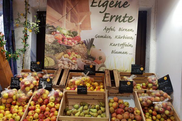 Das Foto zeigt Äpfel im Hofladen des Oberschuirshofs in Essen