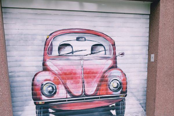 Das Foto zeigt ein cooles Graffiti auf einer Garage in Bochum