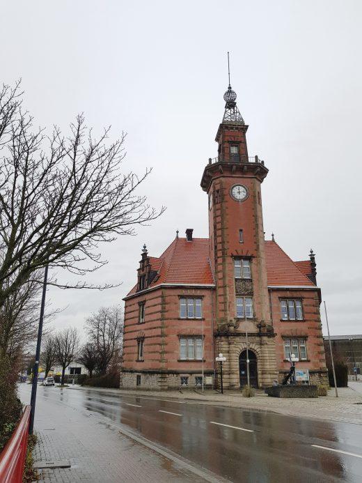 Das Foto zeigt das Alte Hafenamt in Dortmund