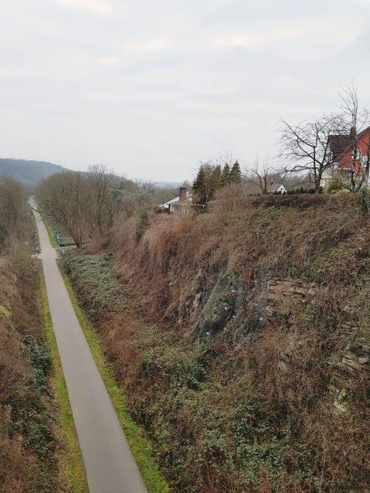 Das Foto zeigt das Elbschebahntal - ehemalige Bahntrasse in Witten-Bommern.
