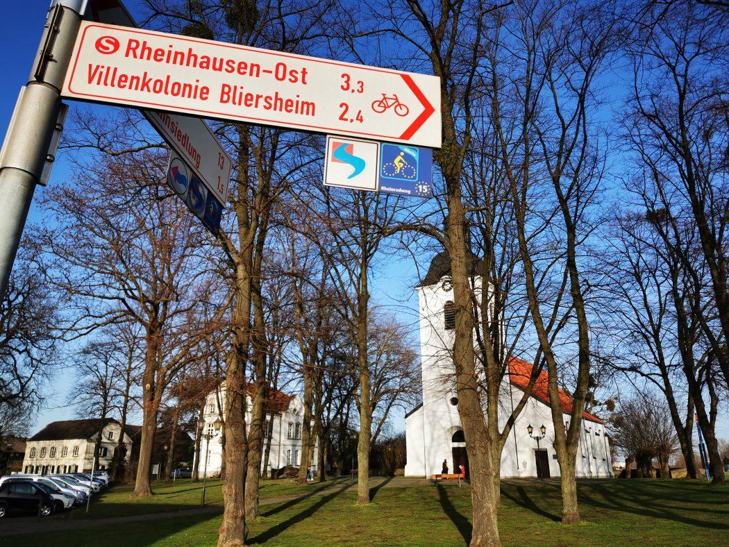 Das Foto zeigt die Dorfkirche Duisburg-Friemersheim