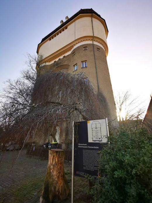 Das Foto zeigt den Wasserturm Rheinhausen-Friemersheim