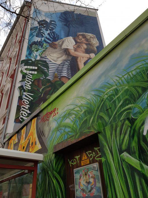 Das Foto zeigt ein riesiges Graffiti in der Ecke Albrechtstraße in Dortmund