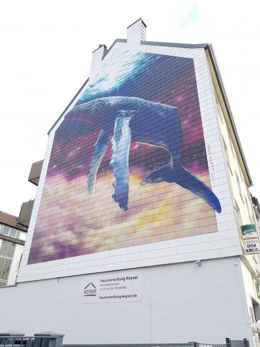 Das Foto zeigt ein Grafftiti von einem überdimensionalen Wal in Dortmund