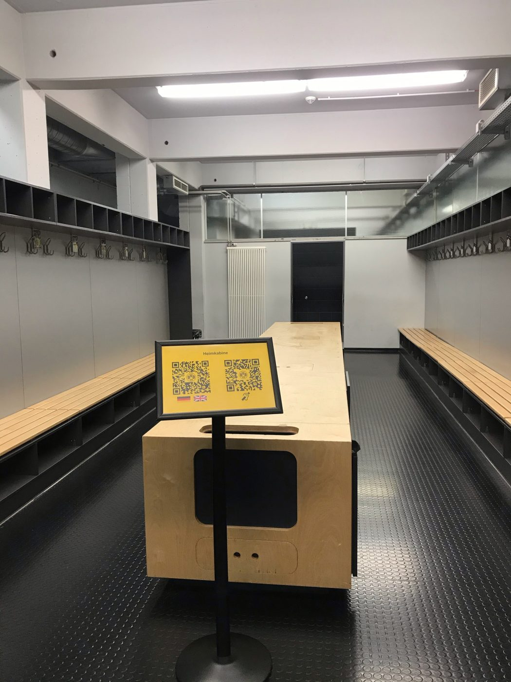 Das Foto zeigt einen Ein Blick in die Kabine des BVB