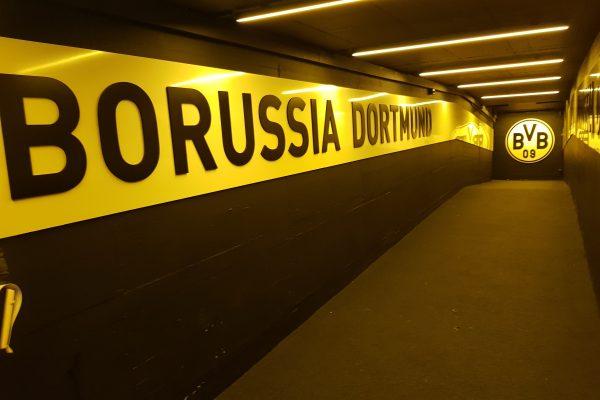 Das Foto zeigt den Tunnel zum Spielfeld von Borussia Dortmund
