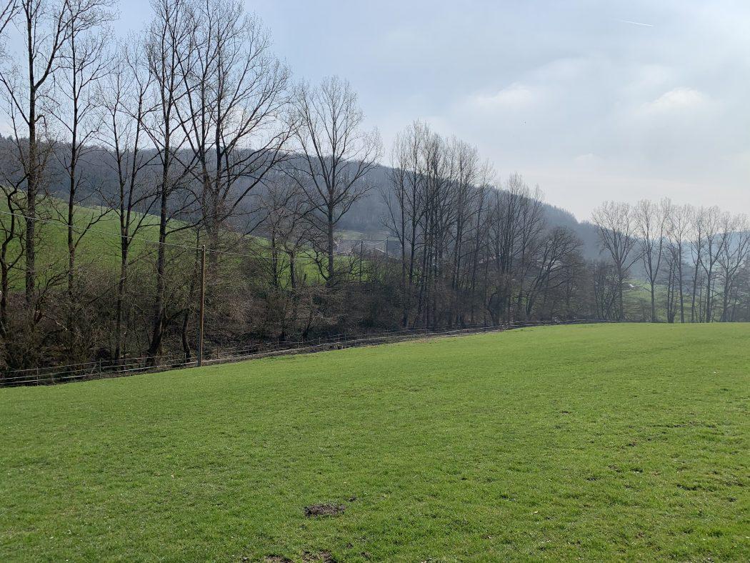 Das Foto zeigt den Begegnungshof in der Espe mitten in der Elfringhauser Schweiz