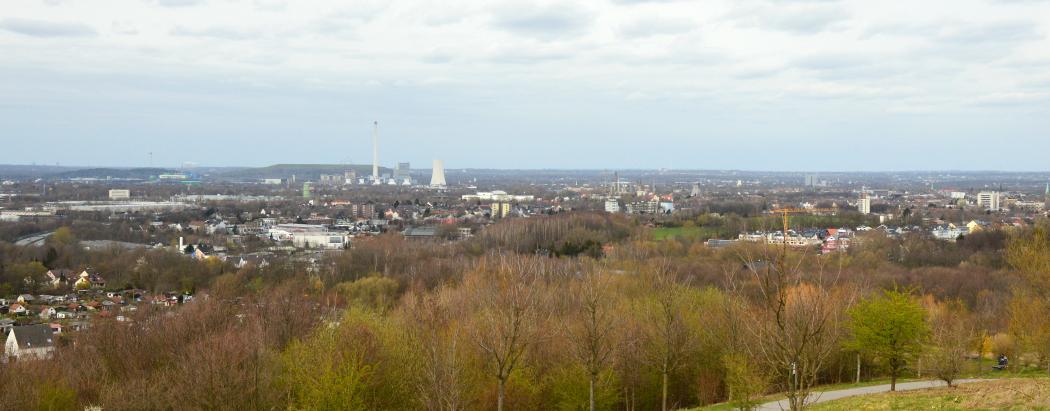 Das Foto zeigt den Ausblick vom Tippelsberg auf Bochum
