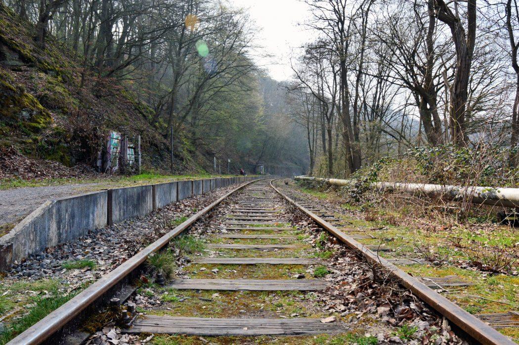 Das Foto zeigt Schienen der Muttental Bahn