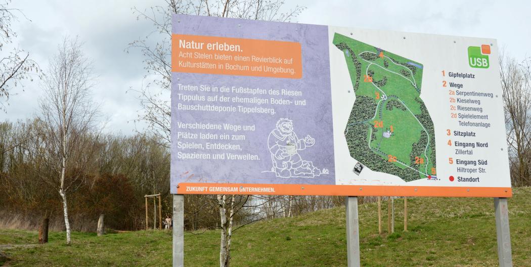 Das Foto zeigt eine Infotafel am Tippelsberg in Bochum