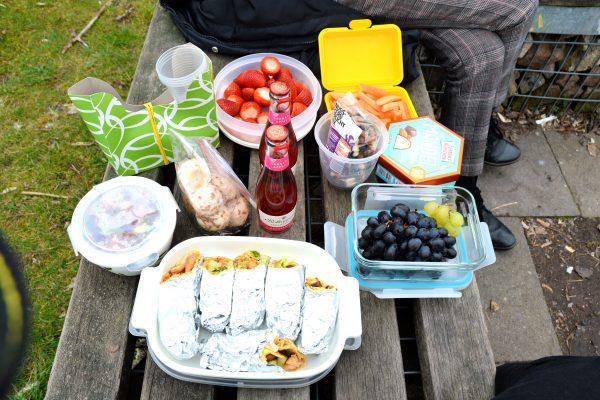 Das Foto zeigt ein Picknick auf dem Tippelberg in Bochum