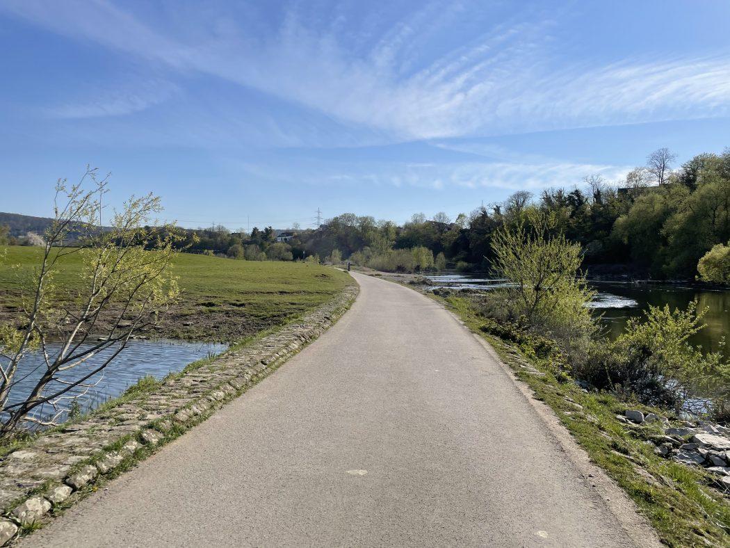 Das Foto zeigt das Ruhrufer in Hattingen