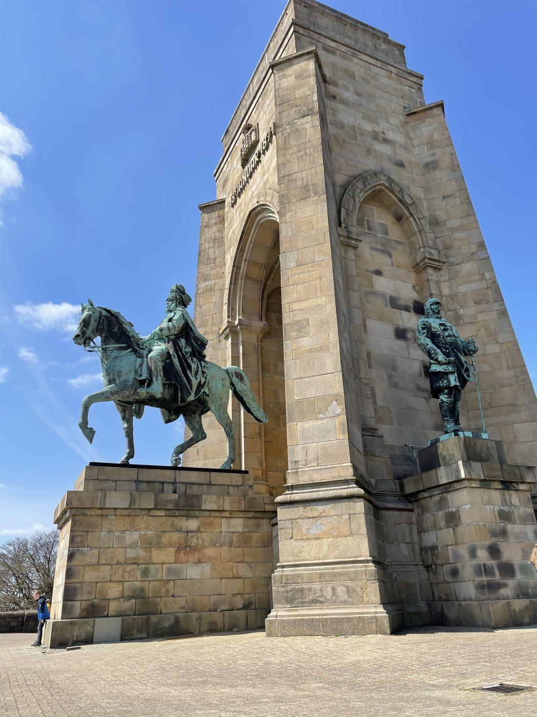 Das Foto zeigt das imposante Kaiser-Wilhelm Denkmal auf der Hohensyburg