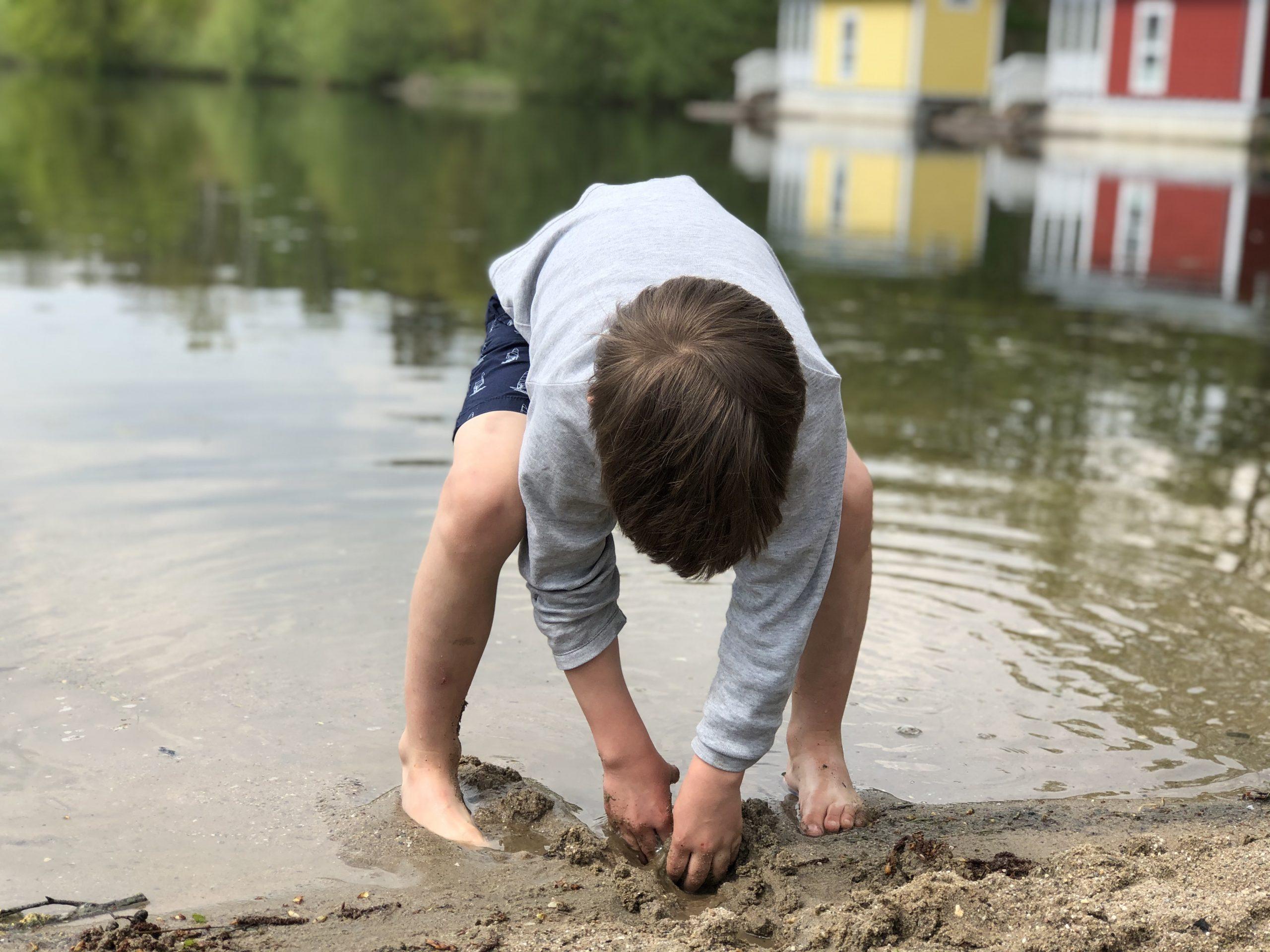Buddeln im Seesand an der Dingdener Heide