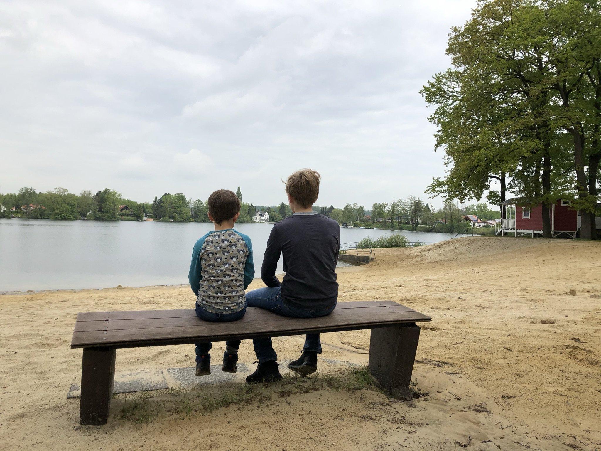 Kinder mit Blick auf den Ternscher See