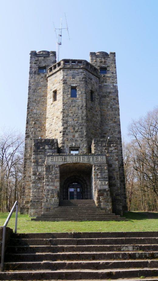 Das Foto zeigt den Eugenrichterturm auf dem 3 Türme WEG in Hagen
