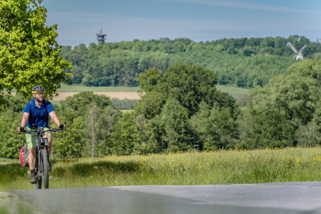Das Foto zeigt Jochen auf dem Fahrrad in ländlichen Kreis Warendorf
