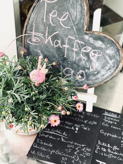 Das Foto zeigt Deko des Teeladens Tee Marie im Szeneviertel Bochum Ehrenfeld