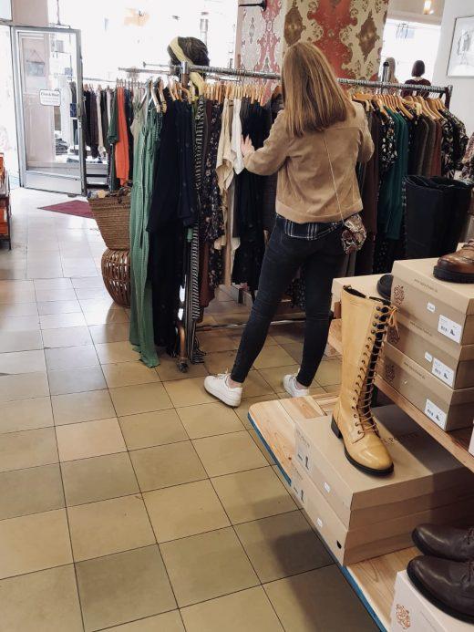 Das Foto zeigt Alex in der Boutique Jungle im Szeneviertel Bochum Ehrenfeld